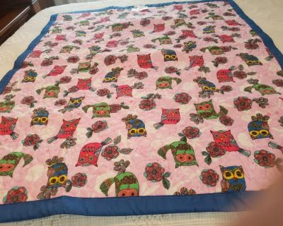 Bright colored Hoot Owl crib quilt