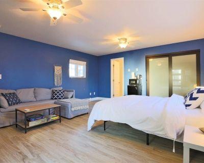 Loftium | Spacious Two Bedroom Suite in Berkeley! - Berkeley
