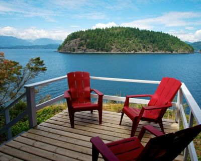 WOOD STOVE~Waterfront~Peacefully Secluded in Nature~PRIVATE SWIMMING BEACH - Bowen Island