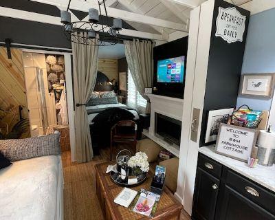 Cozy Suburban Cottage - Lithonia