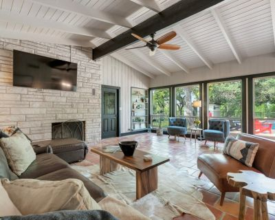 NEW! Luxurious Home w/Pool&Hot Tub - Fredericksburg