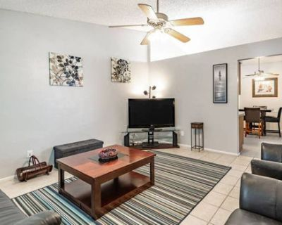 Upgraded 3BR Central Chandler Patio Home