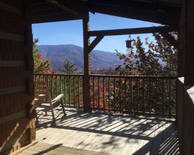 PRIVATE-LUXURY FURNISHINGS/FIRE PIT/S POOL/HOT TUB/TONS OF AMENITIES/GAME ROOM - Pigeon Forge