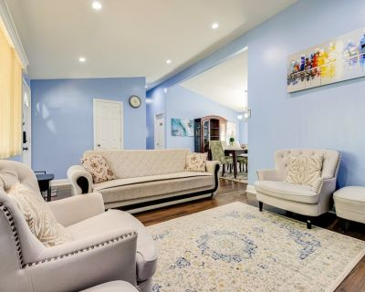 Gorgeous Newly renovated 3 bds 2 baths with a beautiful Patio. and free parking! - Alexandria West