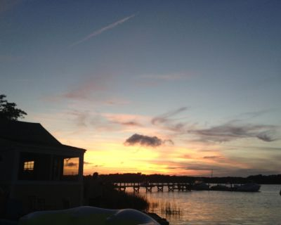 Waterfront, Amazing Sunsets, Dock, Fishing and a Small Beach, 1 Bedroom Sleeps 3 - West Dennis
