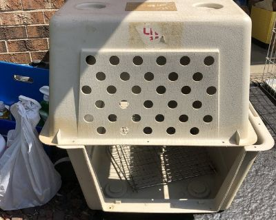 Two Large dog crates need fasteners or use zip ties