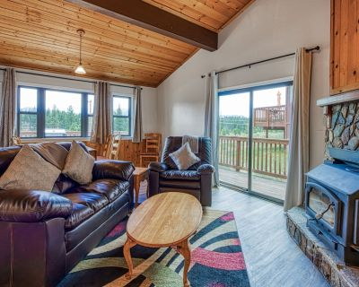 Dog-Friendly Home w/Deck, Private Hot Tub, Free WiFi, Gas Grill, Wood Fireplace - Olympic Heights