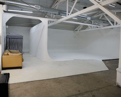 White Car Studio with 18ft Turntable & White cove Cyc Wall, Free parking and Roll up door - Olympic 3, Los Angeles, CA