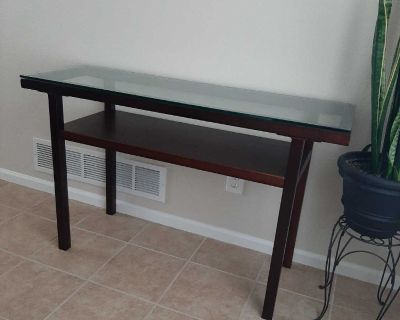 Beautiful Sofa Table/Hallway Table with glass top