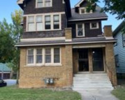 2774 N 44th St #UPPER, Milwaukee, WI 53210 3 Bedroom Condo