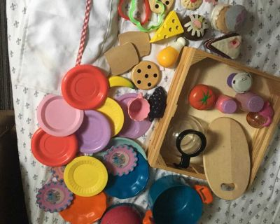 Large lot of pretend kitchen items