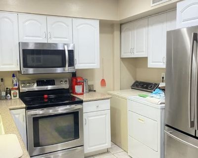 Private room with shared bathroom - Tempe , AZ 85283