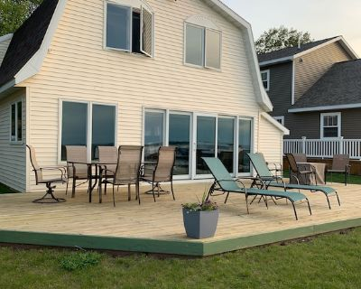 New!!! 4 Bedroom Lake Mitchell Cottage, Comfortable and Spacious! - Cherry Grove Township