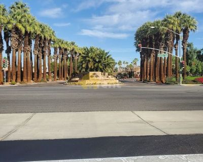 Palm Desert beautiful south face 2 bedrooms condo