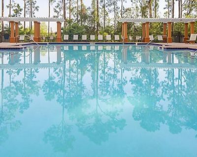 Close to SeaWorld Spacious Two Bedroom w/ pools, hot tubs, bbq pits and family adventures - Orlando