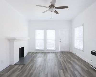 Fully Remodeled 1 Bed + 1 Bath + Den/Home Office! Near USC!