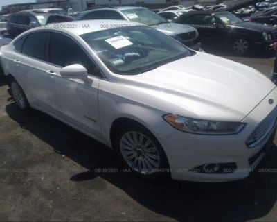 Salvage White 2013 Ford Fusion