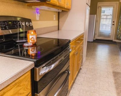 Private room with shared bathroom - Turlock , CA 95382