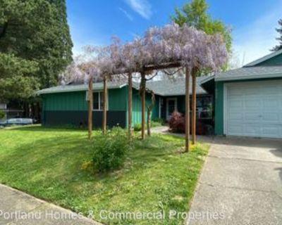 830 830 - 832 SE Lambert Circle, Gresham, OR 97080 2 Bedroom Apartment
