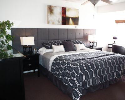 On greenbelt, 2 Big Beds, 2 bathrooms, Garage, Fireplace, Heated Pool - Scottsdale