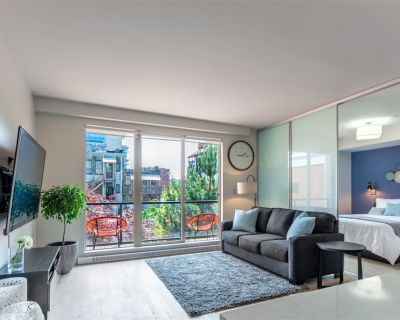 Clean, Executive Apt in heart of Victoria - Old Town/China Town. Super Quiet! - Downtown Victoria