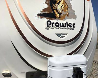 By Owner! 2009 32ft. Fleetwood Prowler 2702 Bunkhouse