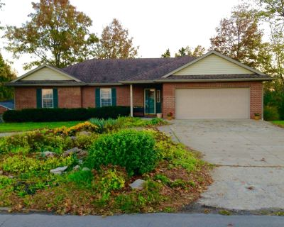 Centrally Located Spacious Home In Columbia, Missouri - Columbia