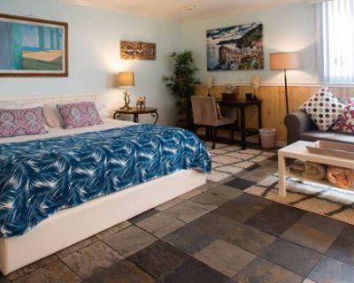 Ocean Escape Sunny Studio Steps to Venice Beach