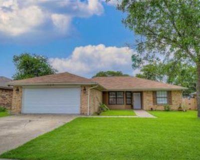 733 Parkwest Blvd, Saginaw, TX 76179 4 Bedroom Apartment