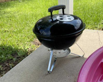 Weber Charcoal grill used 2 times $10