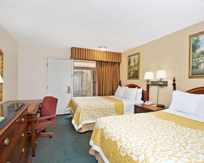 2 Comfy Units for Group Travel, Near Beaches, Pool - Southwood Riviera