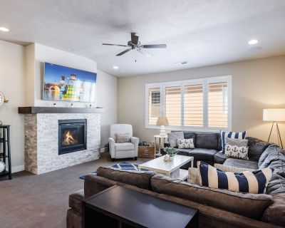 Paradise Village at Zion 28 | Private Hot Tub, Outdoor firepit, and Community Pool - Santa Clara