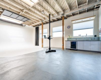 Well-Equipped Professional Photo Studio in Emeryville/North Oakland/South Berkeley with Many Extras, Oakland, CA