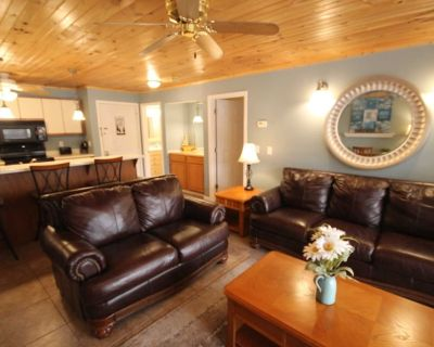Waterfront Condo, Large Covered Deck! Ceramic Tile Floors, New sofas. - Osage Beach