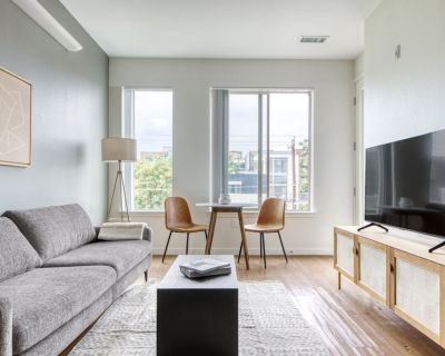 Sleek LoHi 1BR w/ Gym, Roof, W/D, 3 blocks to Commons Park, by Blueground - Highland