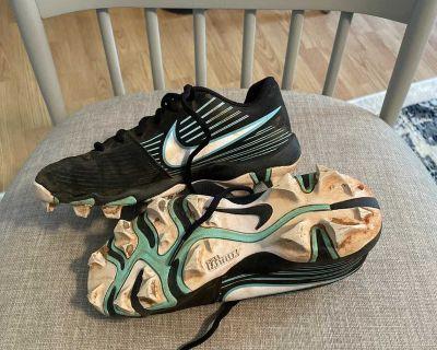 Nike softball cleats