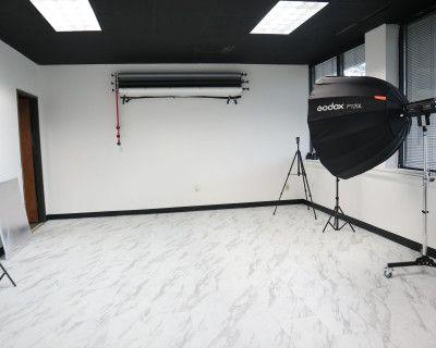 Four Seasons Studio With Natural Light, Greensboro, NC