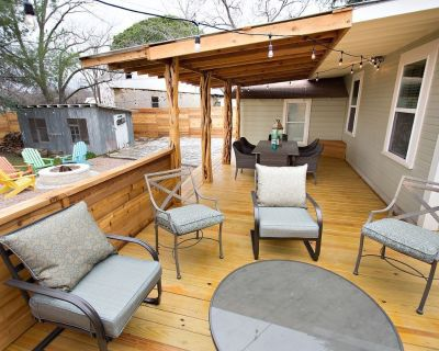 The Sapphire Door: 1 Block from Main St, Large Patio and Cozy Hammock - Fredericksburg