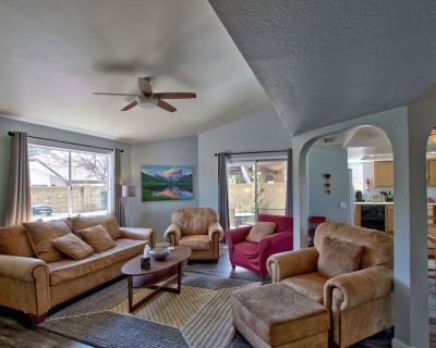 Phoenix Home w/ Patio, Remodeled 2 bed, 2 bath, 2 car garage, Centrally located - Silvertree