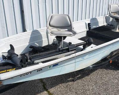 1989 Predator 150 Tiller Fiberglass Fishing Boat