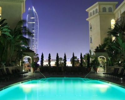 Luxury Apartment Private Room/Own Bath/Pool/Gym - City West