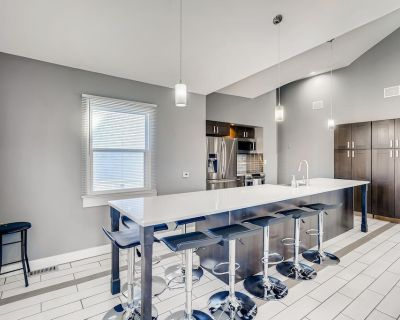 Remodeled Old Town Arvada 4 bed 2 bath Home - Olde Town Arvada