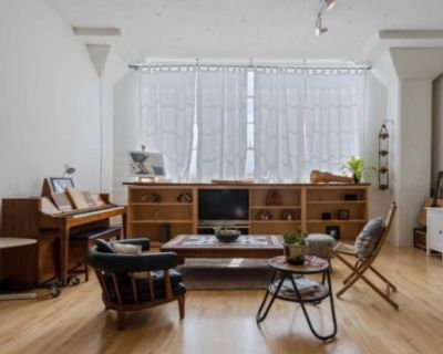 Downtown rustic Loft with piano/Little Tokyo area, Los Angeles, CA