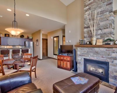 Multi level 2 bedroom condo, very close to ski-in/out trails and in walking distance to village core - Sun Peaks