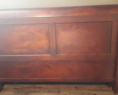 Queen headboard and footboard, comes with 2 nightstands.