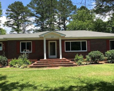 Susie's Guest House-- 3 bedroom, 1 1/2 bath in the heart of Taylorsville, GA - Taylorsville