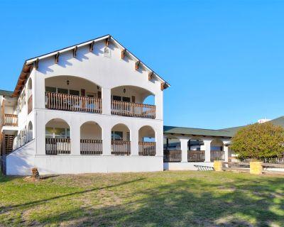 Riverview House, Lower Unit, 2BR/1BA, Sleeps 8, Two Balconies, Full Kitchen - Ingram