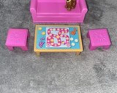 Dora Family and Furniture