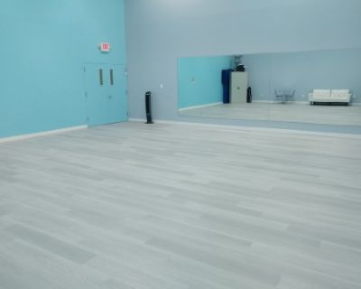 Elegant Dance Studio with Mirrors, Falls Church, VA
