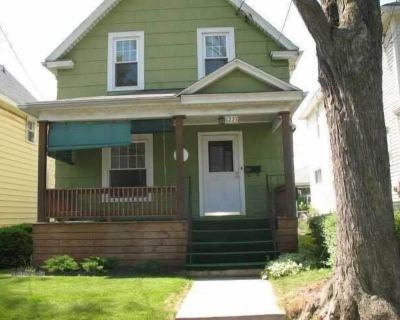 The Oakwood Cottage- 3BR Free Parking, Minutes From Falls & Casino - Niagara Falls